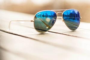 عینکهای آینهای مدی که برایتان خطرساز است