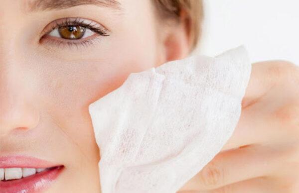 پاک کردن آرایش با دستمال مرطوب ممنوع !