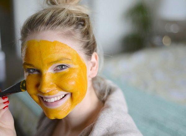ماسک صورت زردچوبه و عسل
