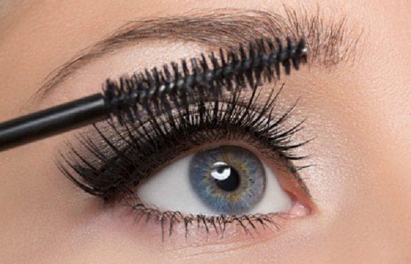 روش استفاده از ریمل چشم