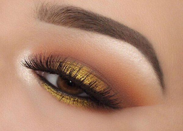 خط چشم و سایه های ملایم طلایی