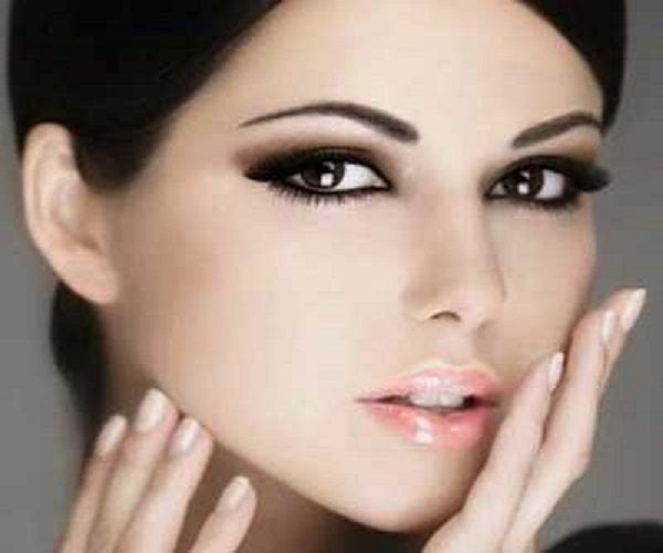 آرایش صورت با رنگ چشم مشکی و پوست سفید!