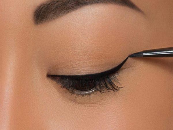 برای کشیدن خط چشمی تمیز بهتر است چشم باز باشد یا بسته؟