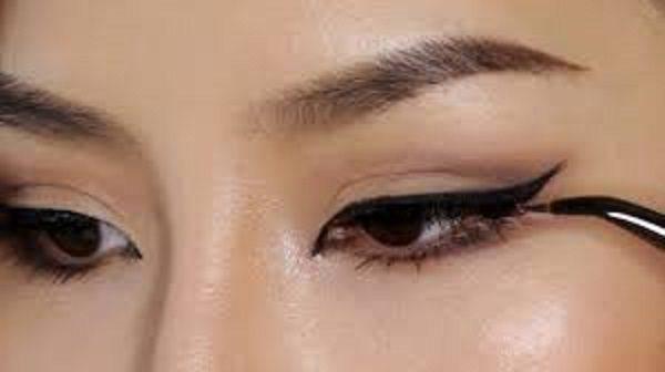 کشیدن خط چشم تمیز