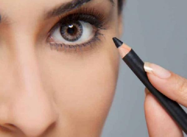 ترفندی برای کشیدن خط چشم مژه پلک پایین + عکس