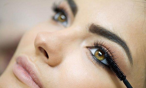 با صحیح ریمل زدن چشم های زیباتری داشته باشید
