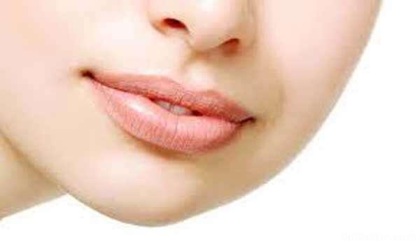 راه حل فوری برای ترمیم لب های ترک خورده پیش از آرایش