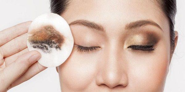 آموزش روش صحیح پاک کردن آرایش از روی صورت