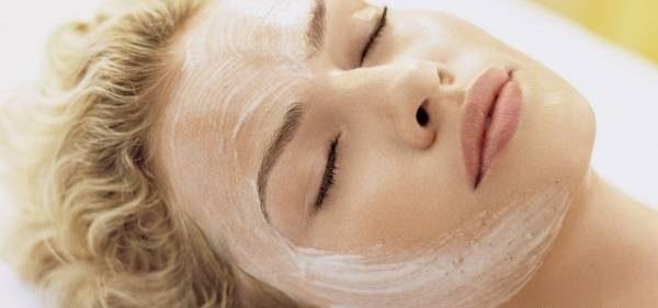 با ماسک طبیعی و بی خطر لایه برداری پوست انجام دهید