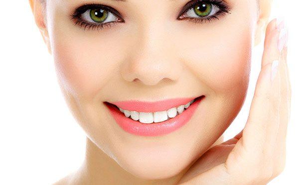 برای شاداب نگه داشتن پوست صورت به این ۱۰ توصیه یک متخصص پوست توجه نمائید