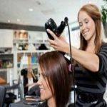متخصص آرایش مو به شما میگوید چگونه از آرایشگرتان مدل دلخواه موهایتان را بخواهید
