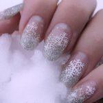 طراحی ناخن های زیبا به شکل دانه های برف برای زمستان +عکس