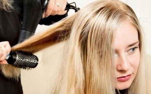 سشوار کشیدن موها