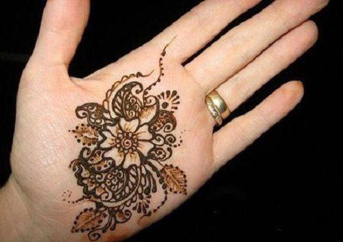 نقش حنا روی دست