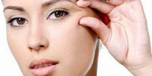 بهترین ترفندهای آرایشی برای رفع چین و چروک دور چشم