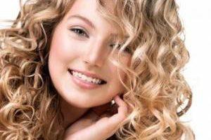 راه حل فوق العاده برای فر کردن موهایتان