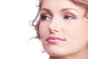 کانتورینگ مناسب در آرایشی با هدف لاغرکردن صورت