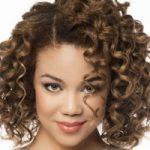 روش طبیعی مراقبت از موهای فر را یاد بگیرید
