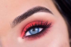 آرایش چشم با سایه قرمز به آسان ترین شکل ممکن!