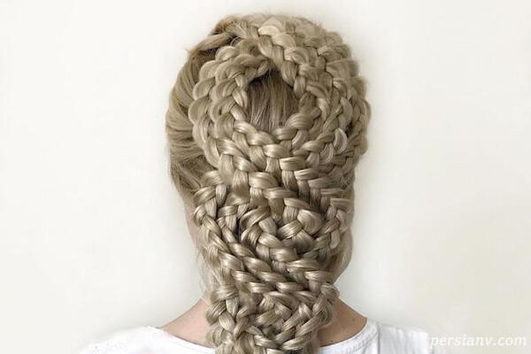 بافت موهای پیچیده و رویایی دختر جوان آلمانی